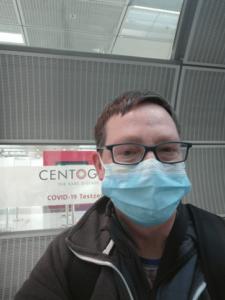 Vor dem Testcenter in Frankfurt/Flughafen